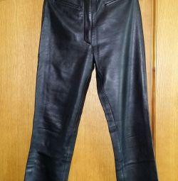 Кожаные брюки и бейсболка