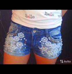 Vind pantaloni scurți pentru femei