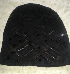Жіноча гіпюрова шапка зі стразами.