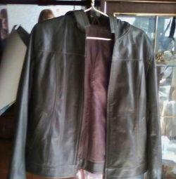Куртка коженая новая продаю срочна