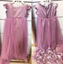 Φόρεμα με τραίνο