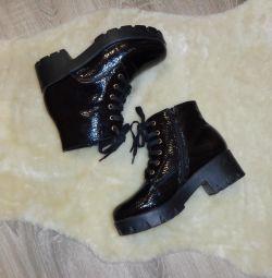 Excellent patent leather shoes