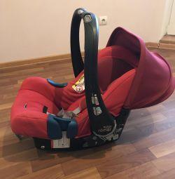 Автолюлька 0-13 , Britax Römer Baby Safe 2,+ база