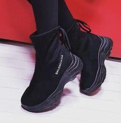 Новые стильные ботинки