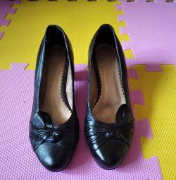 Ayakkabılar. deri