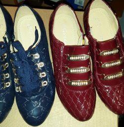 Χαμηλή παπούτσια νέα, ανταλλαγή