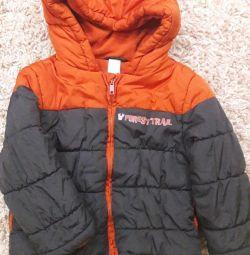 Jacheta este ușoară și foarte caldă