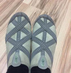 Ανδρικά παπούτσια για μαθήματα στην αίθουσα
