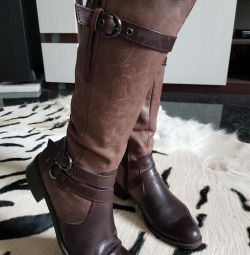 Δερμάτινες μπότες Tamaris