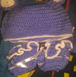 Шапочка вязанная с пинетками