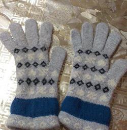 Τα γάντια είναι ζεστά.