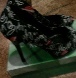 Ayakkabı ve sandalet