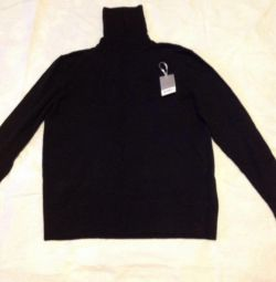 Новый кашемировый свитер с горловиной.