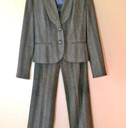 Женский брючный костюм, 40-42 размер