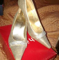 Παπούτσια για την όμορφη Σταχτοπούτα