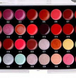 Gloss to lips. Resistant. 32 colors New.
