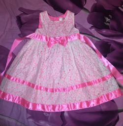 Платье нарядное на 5 лет новое