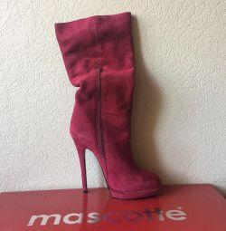 нові елегантні чоботи