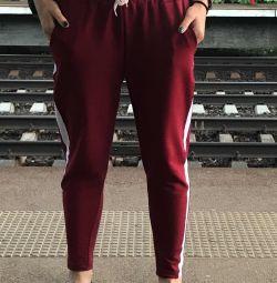 Pantaloni cu dungi