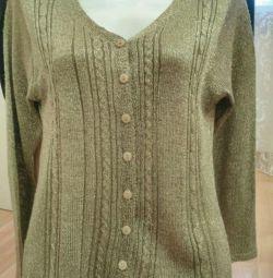 Female cardigan. Knitwear.
