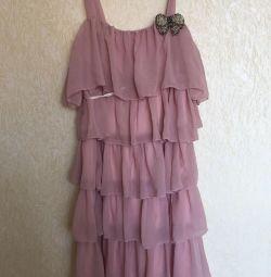 Tatilde kokteyl elbisesi