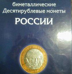 Un set de 10 ruble de bimetal într-un album format din 120 de bucăți