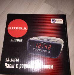 Часы с радиоприeмником
