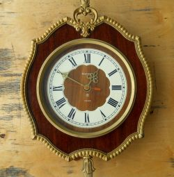 Wall clock Amber