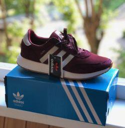 Adidași pentru bărbați Adidas Iniki