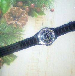 Часы с силиконовые ремешком