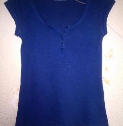 T-shirt with an open neckline