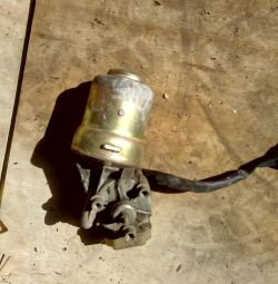 Η Lada σκουπίζει κινητήρα
