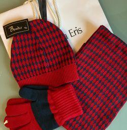 New kit! Hat Scarf Gloves (Dubai)