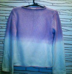 Όμορφο ζεστό πουλόβερ