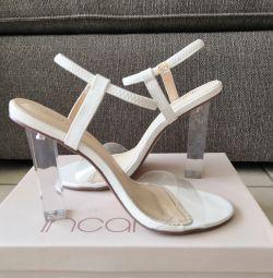 Стильные белые туфли