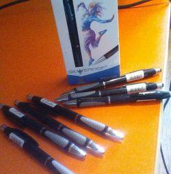 Bir dizi tükenmez kalem.