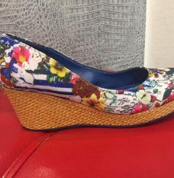 Pantofi desiguali