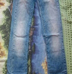 Jeans with a heel overlay