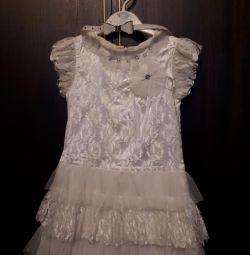 Дуже ошатне плаття на свято для дівчинки