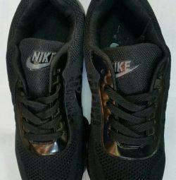 Nike Sneakers 43.44. New