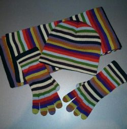 Beanie, μαντίλι και γάντια