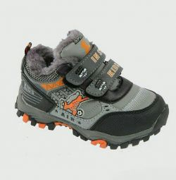 Insulated sneakers