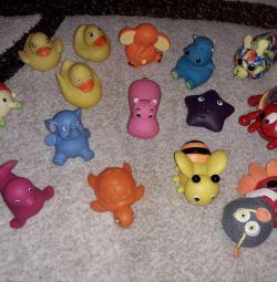 Rubber bath toys