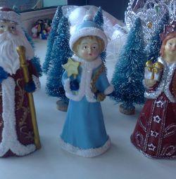 Фигурки, свечи, игрушки, магниты новогодние