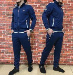 Costumul bărbaților Adidas