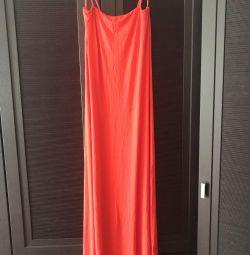 Rochie maxi în roșu