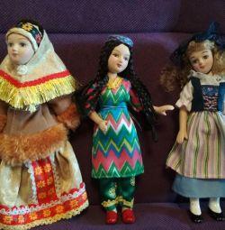 Фарфоровые куклы в национальном костюме