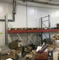 Stacking pallet storage
