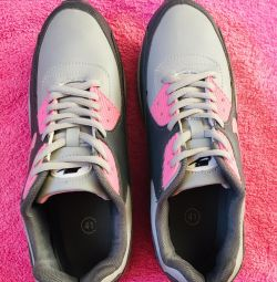 New sneakers r. 41