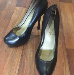 Pantofi de la Yves Saint-Laurent